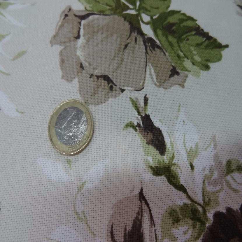 Toile coton blanc casse imprime fleurs ton marron vert4