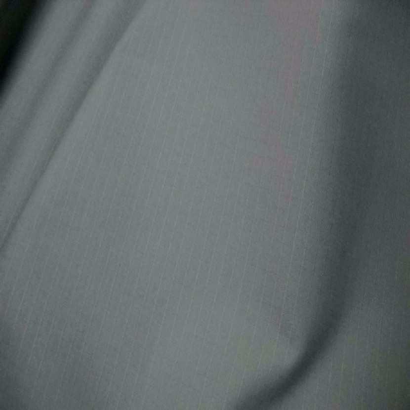 Toile coton gris clair a petit carreaux ton sur ton2
