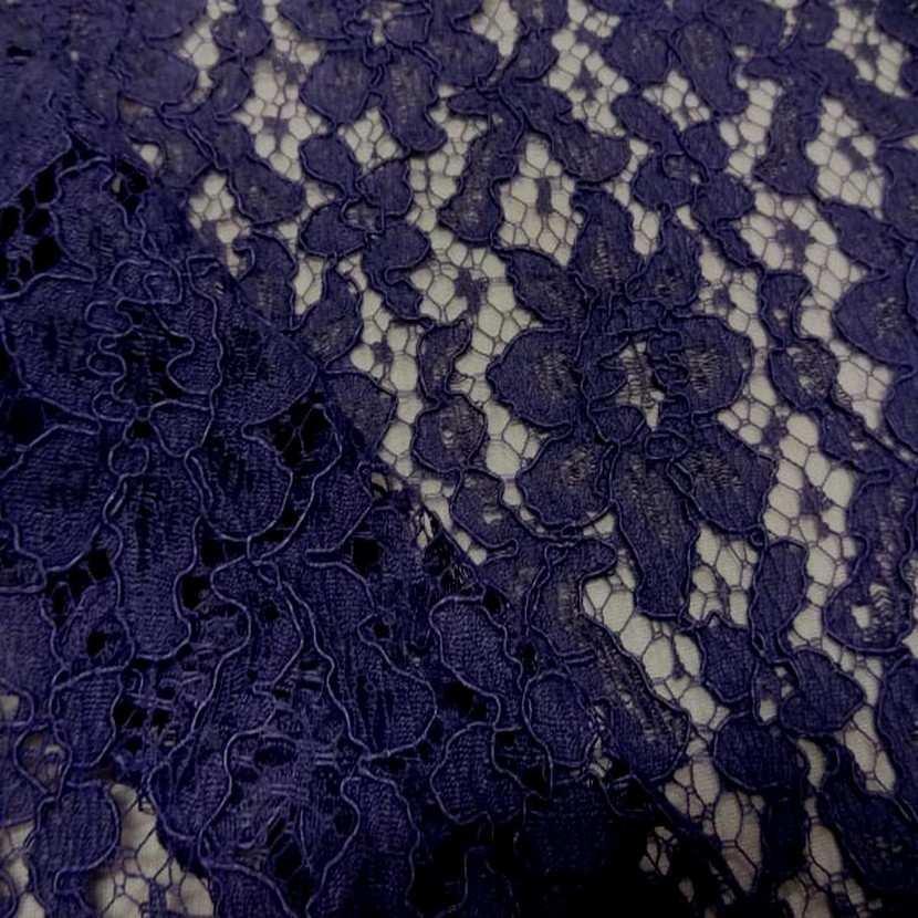 Tres belle dentelle guipure violette3
