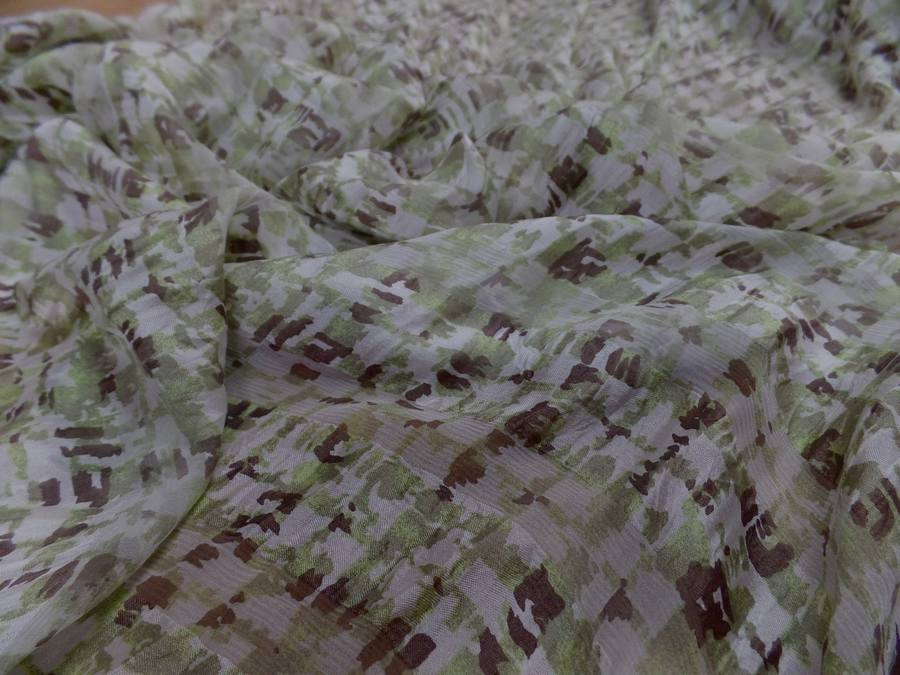 Twill de soie devore mousseline imprime ton vert olive marron et blanc3