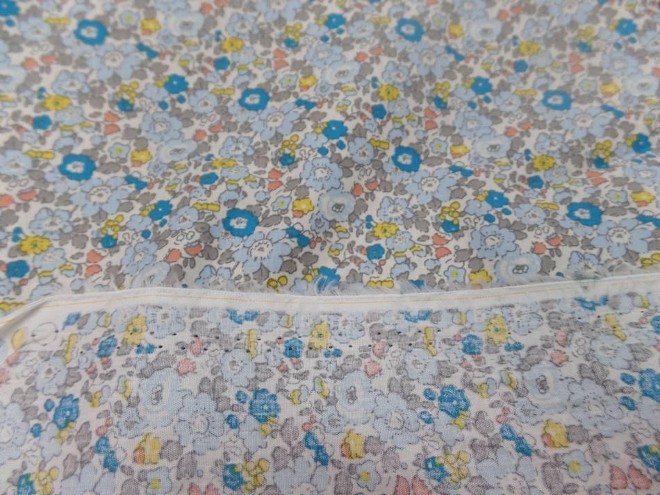 Vente de tissu coton popeline blanche imprime style liberty fleurs bleu jaune taupe sur marseille