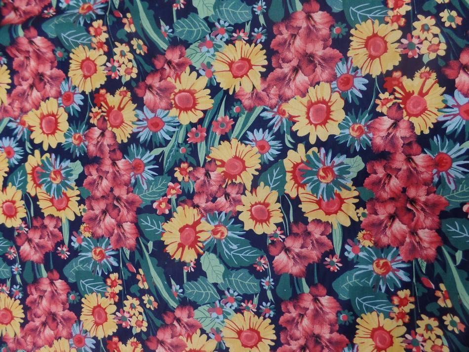Vente de tissu popeline coton noire imprime fleurs ton de terre bordeaux vert jaune en ligne