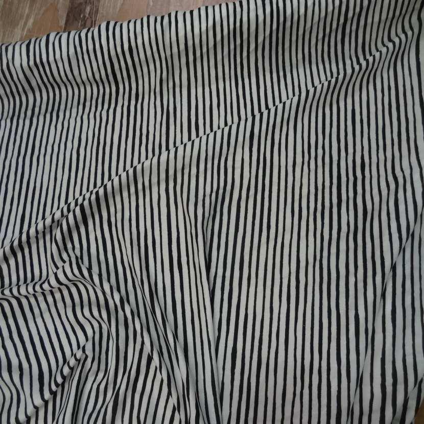 Viscose imprime rayures noir blanc casse7