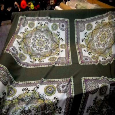 Viscose kaki motifs cachemire pour foulard