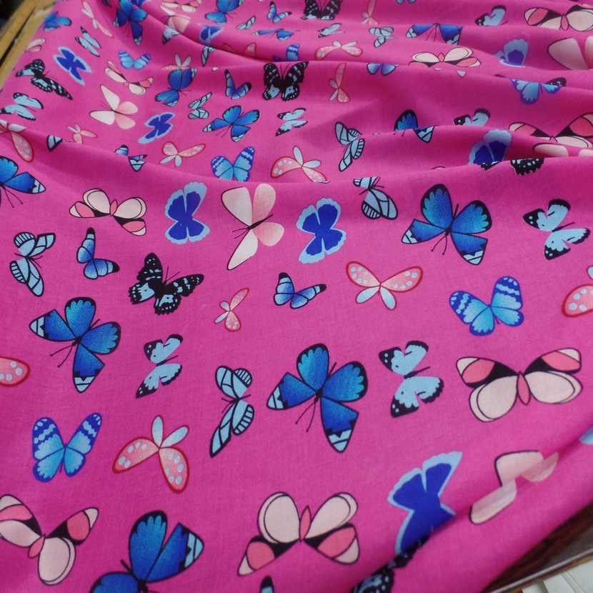 Viscose rose fuschia fine imprime papillon bleu et rose