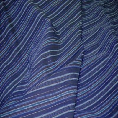Voile bleu en coton melange brode rayures