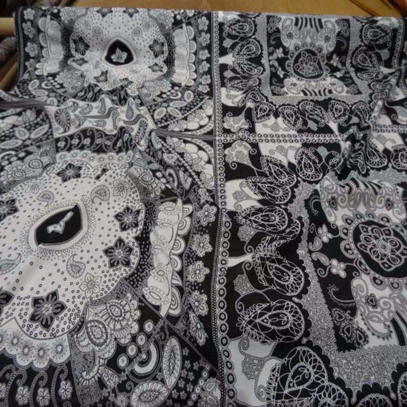 Voile de coton imprime blanc et noir