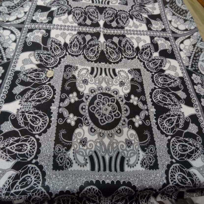 Voile de coton imprime blanc et noir1