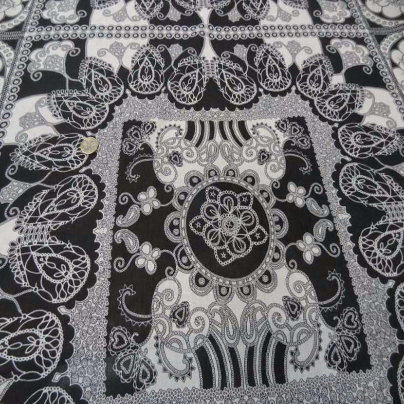 Voile de coton imprime blanc et noir8
