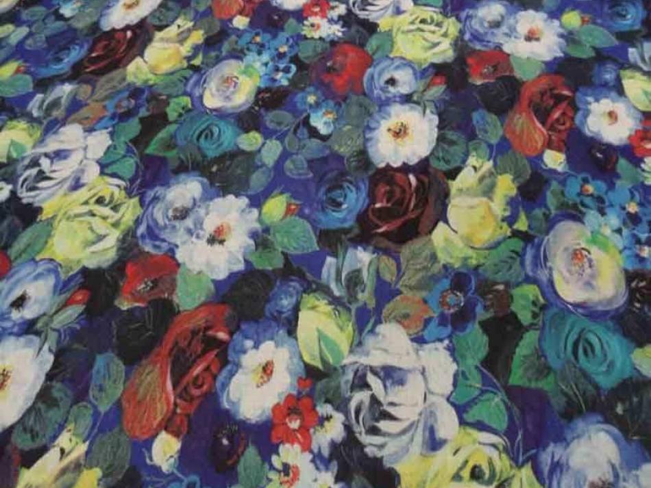 Voile de coton soie sur fond bleu imprime fleurs