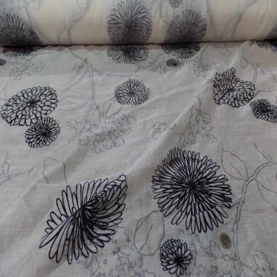 Voile de lin lurex blanc a motifs aspect devore en velours noir