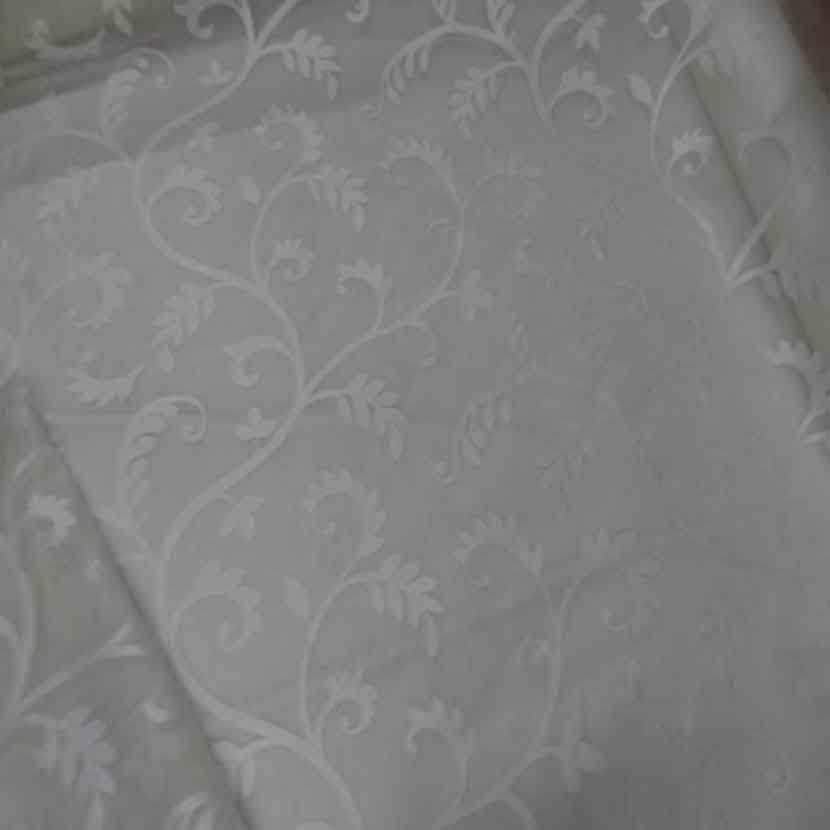 Voile de soie 100 ecrue a motifs brode blanc6