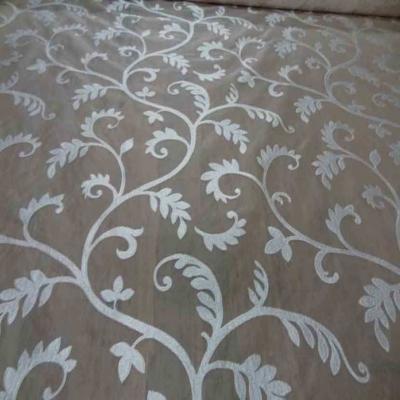 Voile de soie 100 ecrue a motifs brode blanc8