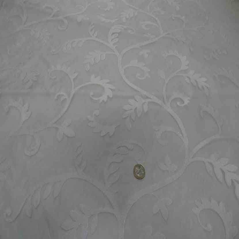 Voile de soie 100 ecrue a motifs brode blanc9
