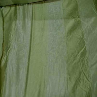 Voile de soie 100 faconne rayures ton anis clair
