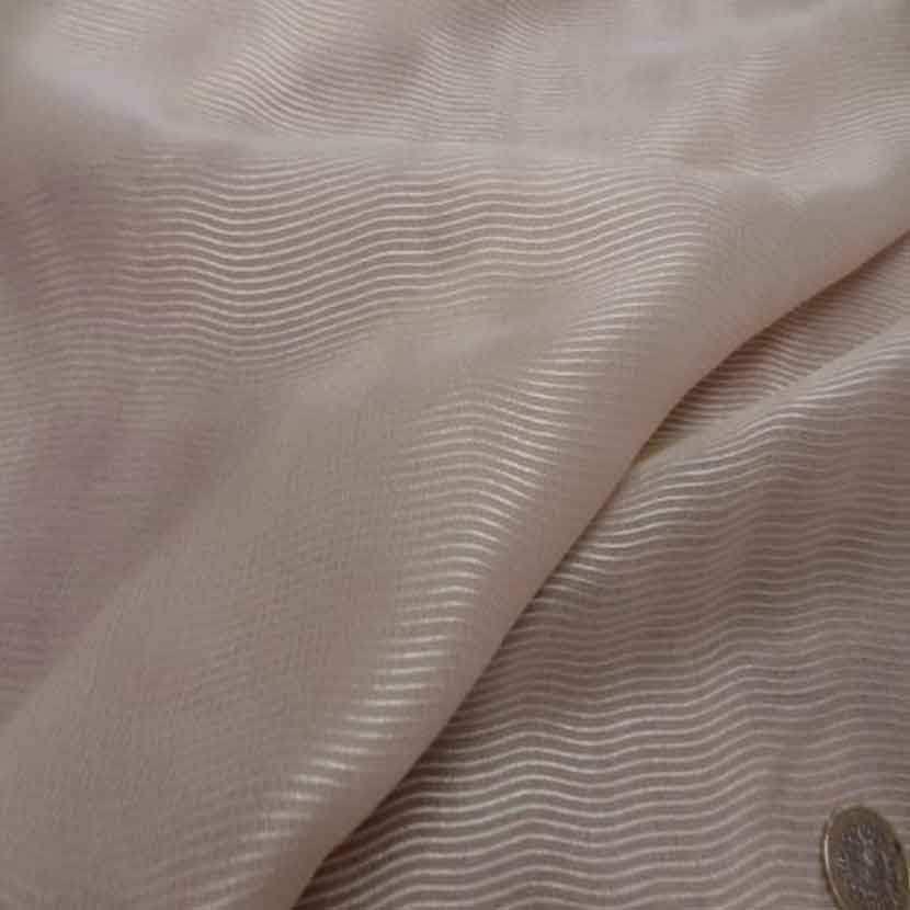 Voile de soie beige clair faconne 2 80m sur 1 60ml