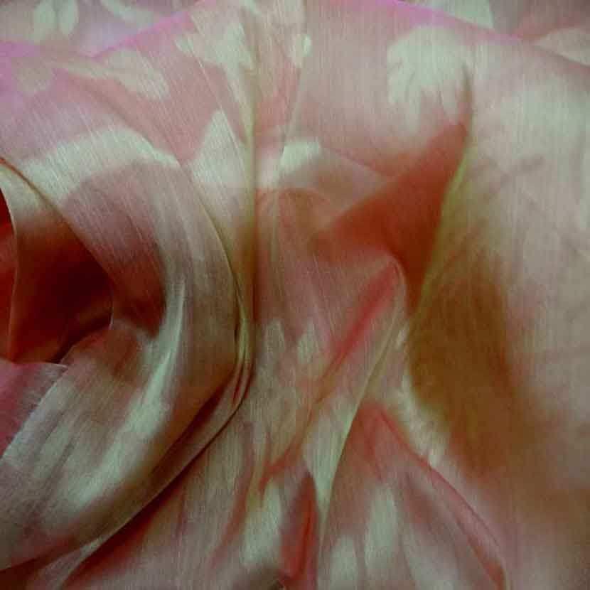 Voile de soie changeant orange rose a motifs