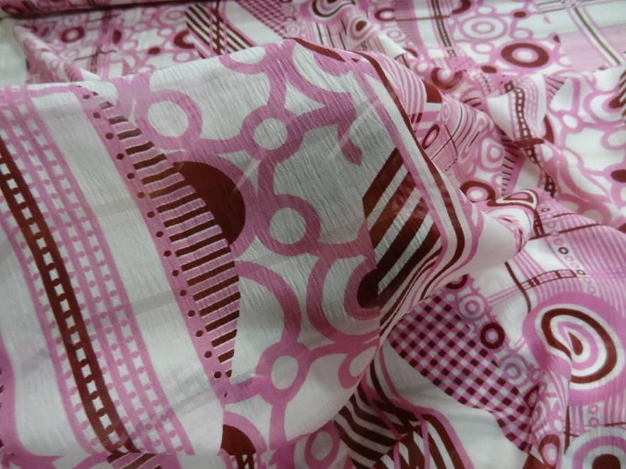 Voile de soie crepon imprime retro ton blanc rose et bordeaux