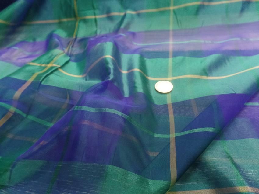 Voile de soie imprime madras vert et bleu