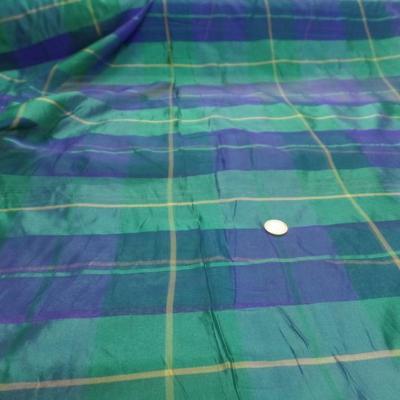 Voile de soie imprime madras vert et bleu0