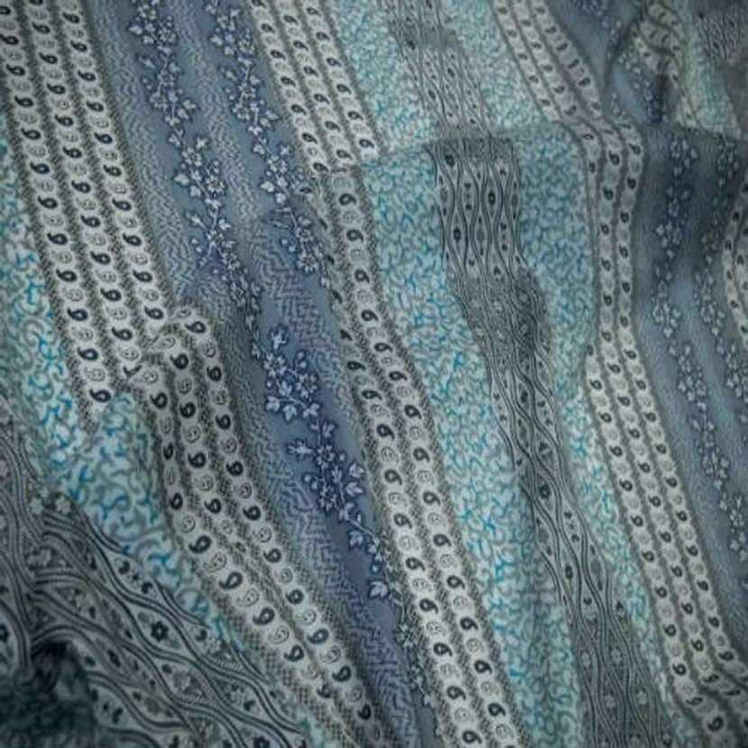 Voile en coton blanc casse imprime rayures ton bleu6