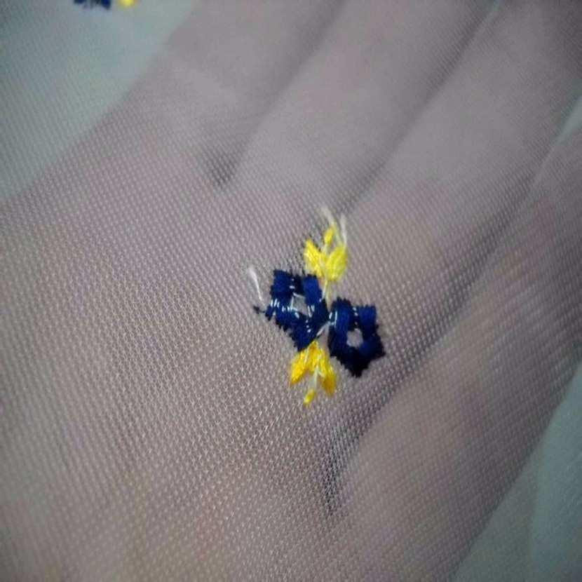 Voile jersey blanc a petites fleurs brodes7
